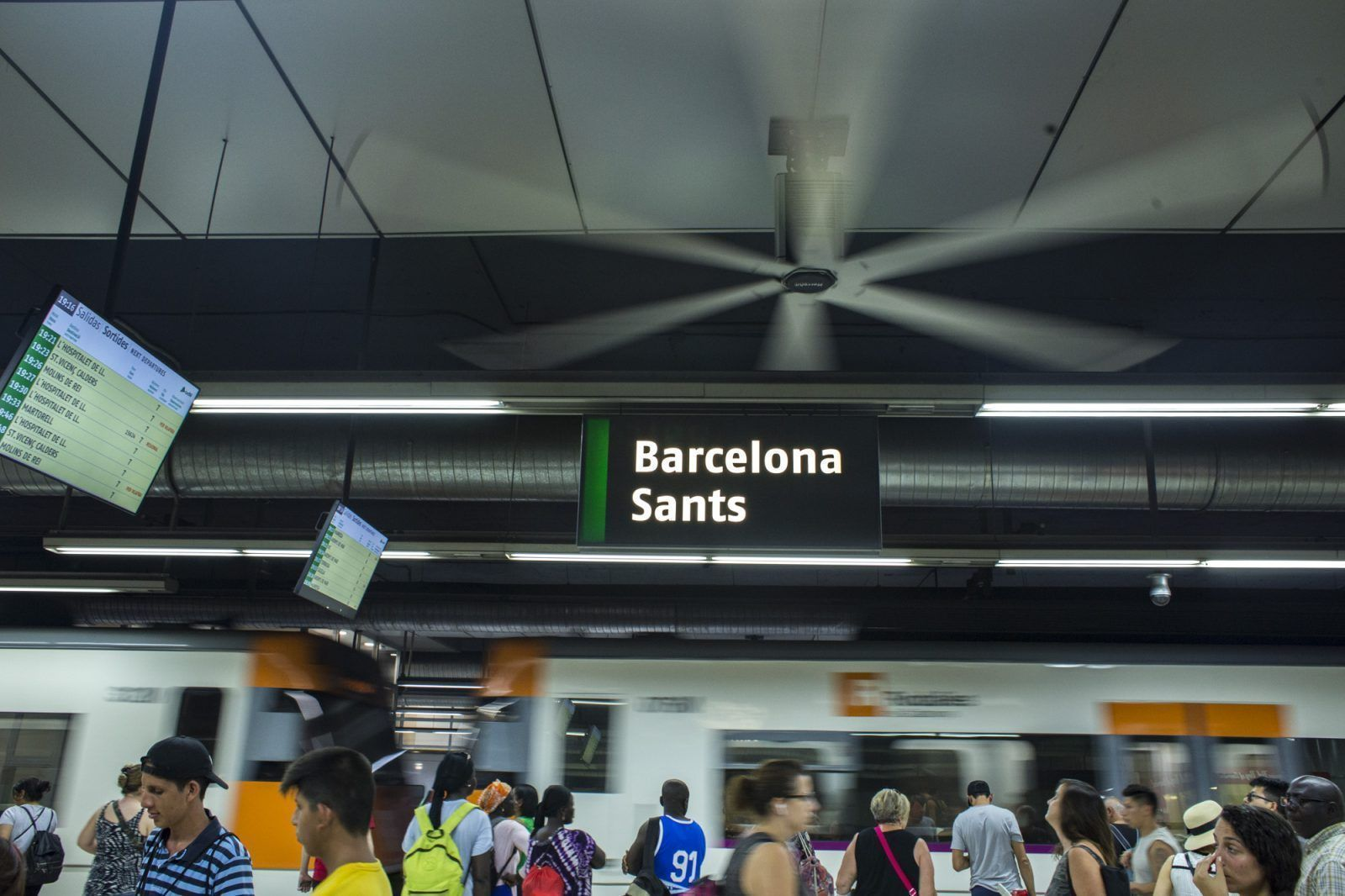 (English) Barcelona Sants train station